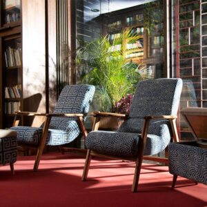 spiral-patterned-dhurrie-lounge-chair-with-etachable-iurface and-knob-b